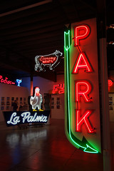 Park 02401 (Omar Omar) Tags: california park lighting ca usa america lights neon glendale mona muse electricity arrow museo electricidad lumieres californie flecha usofa elektro museumofneonart glendaleca glendalecalifornia focos electricit bombillas notlosangeles muzeo artedeneon artesdeneon