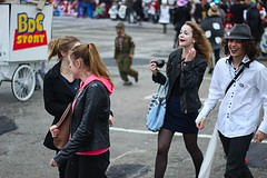 Joker (Fulano_photographe) Tags: street boy canon 50mm calle fiesta young carnaval joker chicas chico fte rue jvenes garon lorient fillie 600d
