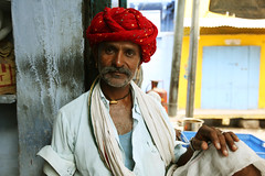 Rajasthani  Bundi (Julien Mailler) Tags: world street travel portrait people india asian julien asia indian asie indien rajasthan inde nationalgeographic asiatique bundi rajasthani reflectionsoflife lovelyphotos jules1405 unseenasia earthasia mailler unseenindia