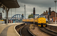 Colas Class 37/4 no 37421 heads a Network Rail Test Train into Derby Station on 26-05-2016 (kevaruka) Tags: england cloud color colour green heritage history colors yellow clouds composition train canon spring colours cloudy derbyshire transport may rail railway trains historic telephoto trainstation 5d locomotive derby dull britishrail 2016 cloudyday drearyday colas englishelectric networkrail class37 derbystation 37421 canon5dmk3 5d3 5diii thephotographyblog canoneos5dmk3 telephototrains
