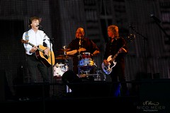 Paul McCartney & Abe Laboriel Jr. & Brian Ray (NM_Pics) Tags: munich mnchen paul beatles olympicstadium mccartney paulmccartney olympiastadion oneonone