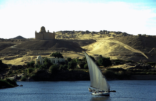 """Ägypten 1999 (087) Assuan: Aga Khan Mausoleum • <a style=""""font-size:0.8em;"""" href=""""http://www.flickr.com/photos/69570948@N04/27233297726/"""" target=""""_blank"""">View on Flickr</a>"""
