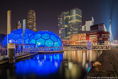 Floating pavilion (JdJ Photography (www.jdj-photography.nl)) Tags: city bridge sky netherlands night dark evening rotterdam europa europe theater bright theatre nacht country nederland land innercity montevideo brug avond lucht helder continent kopvanzuid province stad erasmusbrug donker zuidholland benelux binnenstad provincie southholland derotterdam wilhelminapier nieuweluxor rijnhaven posthumalaan kpngebouw rotterdamcentrum agglomeratie drijvendpaviljoen