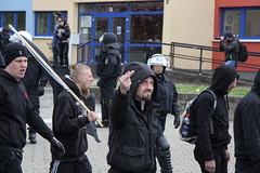Am 01.05.2015 fand in Neubrandenburg die 1. Mai Demo der NPD-Nazis statt und wurde von Gegenprotest massiv behindert. (Hans Schlechtenberg) Tags: rot demo 1 nazis npd 1mai mecklenburgvorpommern neubrandenburg rassismus hansschlechtenberg mvfralle 1mnb