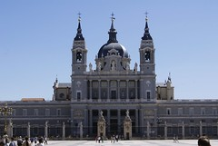Cathdrale de la Almudena (elyes djazz) Tags: madrid voyage travel castle architecture del court real spring spain king sony may courtyard rey palais espagne filippo cours palacio roi iberico juvarra iberique