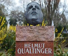 Der Herr Karl (niedersachsenfoto) Tags: wien grabstein zentralfriedhof grabmal schauspieler schriftsteller helmutqualtinger kabarettist niedersachsenfoto rezitator