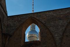 Klosterkirche Kugel (Lepantho) Tags: berlin germany deutschland ruine fernsehturm kloster klosterkirche franziskaner klosterruine kirchenruine leicaelmaritm90mm fujixt1 zumgrauenkloster