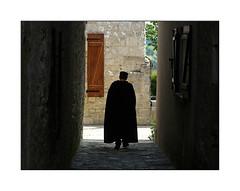 Au bout du couloir (eric_47) Tags: street france stone village pierre rue personne pujols aquitaine lotetgaronne