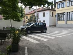 Acone_e-m10_1005065244 (Torben*) Tags: auto italien italy cars tuscany zebrastreifen toskana pedestriancrossing acone rawtherapee olympusm1442mmf3556iir olympusomdem10