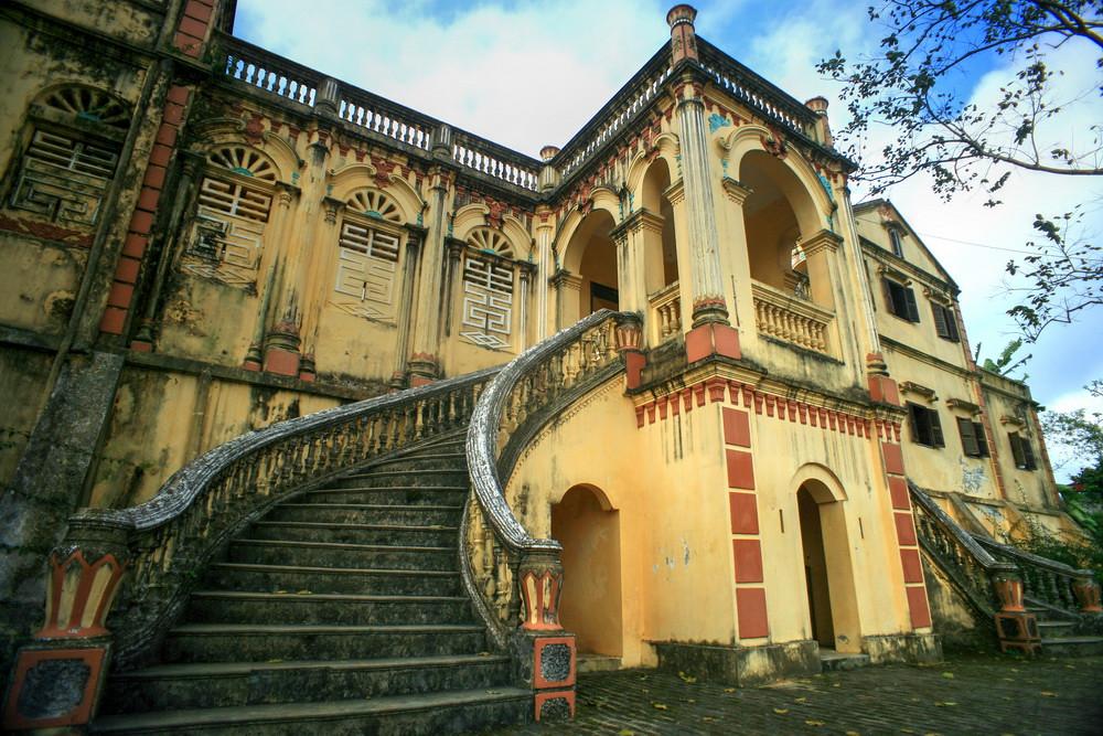 dinh thự cổ của Vua Mèo