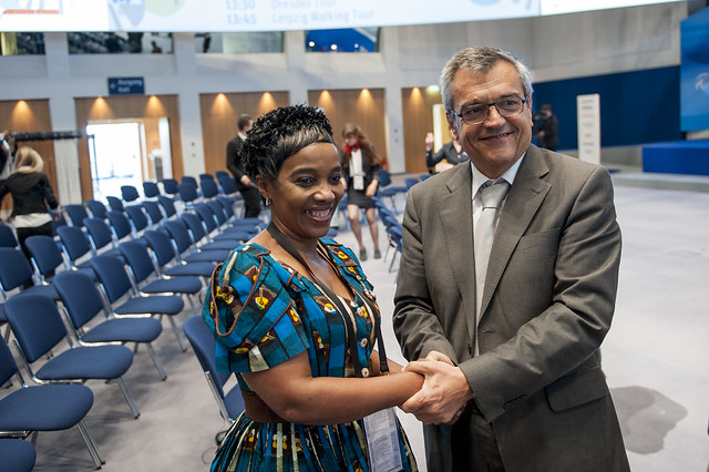 José Viegas thanks Lydia Sindisiwe Chikunga after the plenary