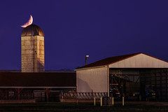 Farm Moonset (Elliotphotos) Tags: columbus ohio moon night barn lune farmers farm farming barns silo columbusohio astronomy farms silos moons farmer elliot lunar waterman ferme moonset nightphotos lalune fermes moonsets gilfix elliotphotos watermanfarm elliotgilfix