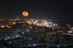 Luna de Marzo (PITUSA 2) Tags: portugal puerto luces noche ciudad luna nocturna setubal llena pitusa2 elsabustomagdalena