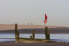 Lydd Range Warnings and Dungeness Power Station (ghostwheel_in_shadow) Tags: beach danger warning mod flag cambersands nuclear dungeness range groyne powerstation camber broomhillsands