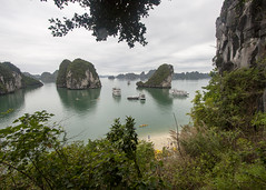 Trail View (oruwu) Tags: ocean sea beach island bay turquoise vietnam limestone cave halong