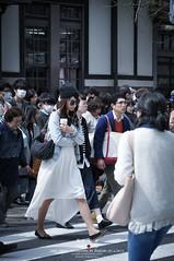 Cross the road (Pop_narute) Tags: road street people japan japanese tokyo cross walk crowded
