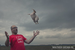 WS20160525_0312 Week 22/52 Flying lessons (Walther Siksma) Tags: selfportrait chicken me self flying kip zelfportret ik lessons selfie 2016 52pics project52 52wsp vlieglessen walthersiksma 52weeksthe2016edition creatiefzelfportret