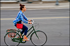Red Purse - Green Simcoe Bicycle (Dan Dewan) Tags: 2015 bankstreet canada canonef18135f3556is dandewan may ontario ottawa photographist simcoe street sunday bicycle candid colour cyclist girl green lady motion people portrait purse red shoes speed wheels