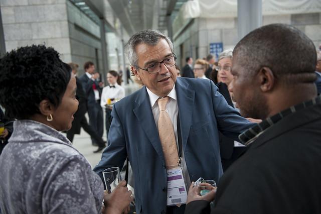 José Viegas greets Lydia Sindisiwe Chikunga