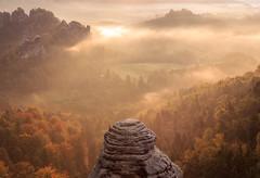 sunbeams (*Schnatterinchen*) Tags: sky landscape schweiz sachsen sonnenaufgang sandstein sonnenstrahlen sunbeams bastei schsische elbsandsteingebirge strahlen