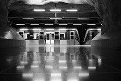 Tunnelbana V (maekke) Tags: stockholm tunnelbana underground reflection pointofview pov urban architecture subway fujifilm x100t sweden 2016 bw noiretblanc woman