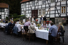 Der lange Tisch,  Barendorf (Gabriele 24) Tags: tisch ateliernacht barendorf