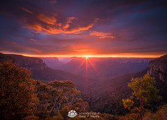 Rays Before Storm Govetts Sunrise.jpg (Gary Hayes) Tags: australia sunsrisesunset grosevalley landscape cloudscapes newsouthwales bluemountains