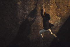 lance al jamon (festiblok) (chompa.cuak) Tags: people spain espaa jamon sport unusual climb festblok stronge nocturna