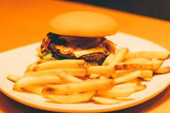 Outback. (Cristiane Tsuchida) Tags: french burger sandwich fries outback lanche batata frita