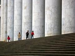 IMG_9150 - palermo - palazzo delle poste (molovate) Tags: abstract scale italia monumento bima palermo viaroma gigante architettura italiano colonne colonna bambino balilla correre razionalismo scalinate incolla littorio razionalista razionale volate tafme molovate