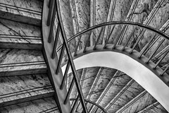 up & down (Blende1.8) Tags: schlossmorsbroich treppe stair staircase treppenhaus stairway stufen steps handlauf treppengelnder banister architecture architektur curves curvy carstenheyer nikon d5500 nikkor deutschland nrw germany abstrakt abstract mono monochrome monochrom 28300mm