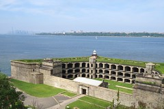 Fort Wadsworth Light (Larry Myhre) Tags: lighthouse newyork fort statenisland verrazanonarrows fortwadsworth nyctrivtjune2016