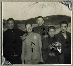 ArchJAP015 Japan, 1930er (Hans-Michael Tappen) Tags: archivhansmichaeltappen japan nihon nippon 1930er 1930s  kaiserlichjapanischearmee dainipponteikokurikugun armee militr military soldat soldaten uniform  portrait portrt gruppenfoto kimono tradition kleidung stoff clothing muster stoffmuster