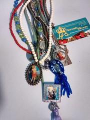 http://www.elo7.com.br/mercadodasalvacao (STUDIO MERCADO DA SALVAO) Tags: almofadinhas sojorge mercadodasalvacao camisetascustomizadas customizao ilustraes aquarelas danibrito uiaraleigo santoscatlicos medalhas carnaval dreadsdelinha cores tecidos linhas flores anjos botanica