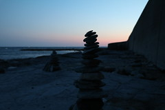 Stacking rocks (fresh_paint) Tags: rocks beach sunset