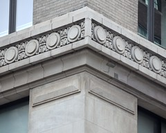 NYC_Fifth_055_005 (TNoble2008) Tags: 1911 architectrobertmaynicke archtectmaynickeandfranke materialbrick materialbrickbeige medallion ornament ornamenthusk stringcourse styleclassical typecommercial typecommercialloft typeurban