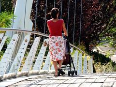 Quattro passi sul Ponte (Paolo Bonassin) Tags: italy emiliaromagna casalecchiodireno pontedipace bridges ponti bridge ponte fiumi reno rivers fiumereno people