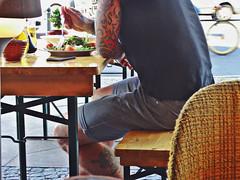 Sentados a la mesa ([Mara JPM]) Tags: tatuaje tatu boy chico ensalada dinner almuerzo robado