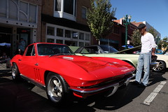 stinger (1600 Squirrels) Tags: 1600squirrels photo 5dii lenstagged canon24105f4 classic car automobile show downtownalamedaclassiccarshow parkstreet alameda alamedacounty eastbay sfbayarea nocal california usa gm chevrolet corvette c2 sting ray