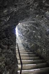 Trummelbachfalle - Escada saindo da gruta (CartasemPortador) Tags: bern lauterbrunnen cachoeira quedas interlaken dgua trmmelbach trmmelbachflle