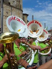 (domclavaud) Tags: fete foule concours condom musique gers fanfares festivaldebandas lescouakonjoue