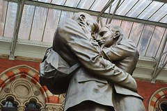The Lovers (PD3.) Tags: uk england london station st train eurostar sightseeing rail railway lovers seeing sight pancres