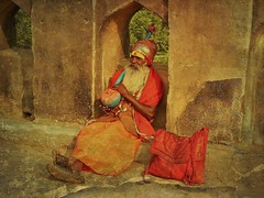 INDIA, Orchha, The old musician on the bridge, 14129 (roba66) Tags: textur texture effecte old alter musicant musiker people persona leute culture kultur indien indiennord asien asia india inde northernindia urlaub reisen travel explore voyages visit tourism roba66 indian