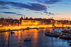 Birgu: one of the three harbor cities in Malta (zilverbat.) Tags: malta longexposure harbor zilverbat travel visit town tourist tripadvisor timelife haven canon clouds city longexposurewater lenight le availablelight avond avondfotografie birgu kalkara isla twilight