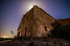 Ruinas y luna (Mariano_V) Tags: longexposure moon night canon stars noche luna tokina estrellas nocturna 6d largaexposicion nano75 marianovidal