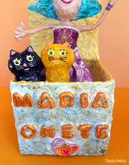Maria Onete and Chiclzio e Chiclete (* Cludia Helena * brincadeira de papel *) Tags: cats love cat peace box amor magic paz gatos gato caixa amizade papel papiermache papermache papelmache mgica cludiahelena