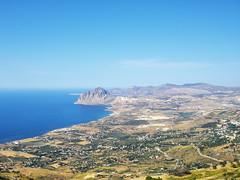 Panorama siciliano (fil.nove) Tags: camera sea sky panorama mountain nikon mare cofano cielo coolpix vista sicily monte veduta sicilia compact erice pianura siciliano sightseen compatta p5100