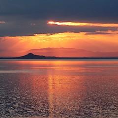 Atardecer con nubarrones (nuska2008) Tags: sunset espaa clouds atardecer tramonto murcia nubes isla reflejos tranquilidad horamgica marmanor nuska2008 olympussz30mr nanebotas harmonyofsee