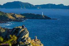 Cabo home, Punta Robaleira e as Illas Cies. (loriagaon) Tags: doon cabohome islascies costadavela faro puntarobalieira loriagaon loria naturaleza nature paisajes landscapes scenery galicia pontevedra espaa sonydscrx10iii sonyrx10lll rx10lll