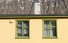 Grnt hs  safiri (h) Tags: safjrur house windows mountainside iceland vestfirir westfjords june 2016
